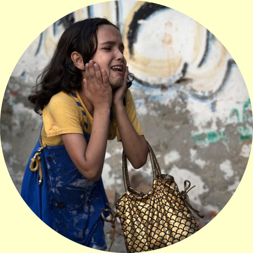 crying-girl-at-gaza-with-golden-bag